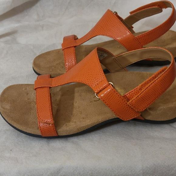 aec9c1f5fe25 NWOT Vionic W Orthaheel Technology Sandals. M 5c5ead5034a4ef562c3cf6d1